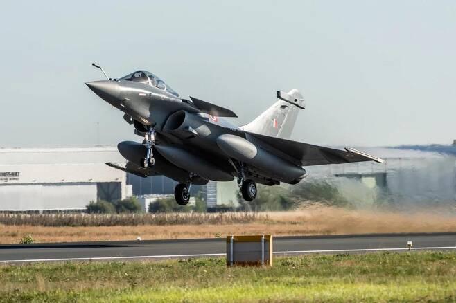 인도 공군이 프랑스로부터 도입한 라팔 전투기 AFP 통신 발행 사진 캡처[재배포 및 DB금지]