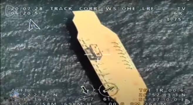 이란 혁명수비대의 훈련에 동원된 모형 항공모함 [이란 혁명수비대 동영상 캡처. 재판매 및 DB 금지]