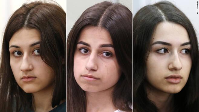 러시아 세 자매가 학대를 일삼은 친부를 살해한 혐의로 기소됐다. (맨 왼쪽부터) 크레스티나, 안젤리나, 마리아 카차투리안. - CNN 갈무리