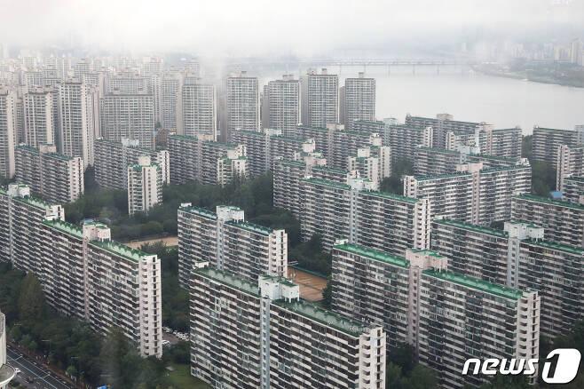 지난 29일 서울 도심 아파트 모습. 2020.7.29/뉴스1 © News1 임세영 기자