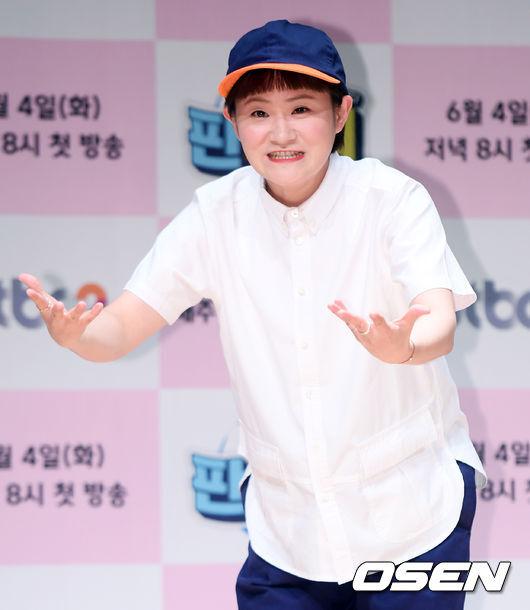 [OSEN=이동해 기자] 4일 오후 서울 마포구 JTBC사옥에서 예능 '판벌려' 제작발표회가 열렸다.코미디언 김신영이 참석해 포토타임을 갖고 있다. / eastsea@osen.co.kr