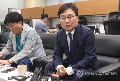 이상직 더불어민주당 국회의원(오른쪽) [연합뉴스 자료사진]