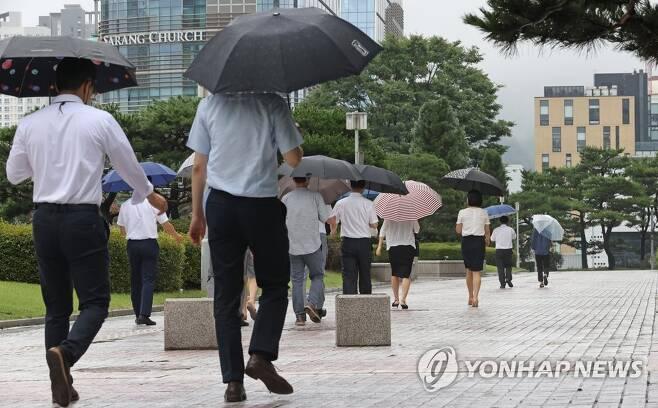 아침부터 계속 내리는 비 [연합뉴스 자료사진]