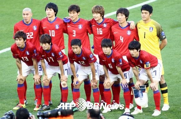 2010 남아공 월드컵 당시 전경기 풀타임 출전했던 조용형(오른쪽 상단 두번째)의 모습. ⓒAFPBBNews = News1