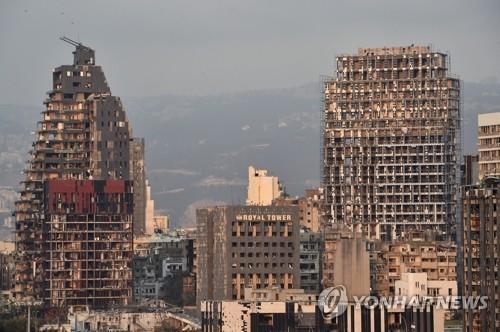 레바논 베이루트 폭발로 훼손된 건물들. (베이루트 EPA=연합뉴스) 4일(현지시간) 레바논 수도 베이루트 항구에서 발생한 대규모 폭발로 인근 건물들이 훼손돼 있다. daeuliii@yna.co.kr