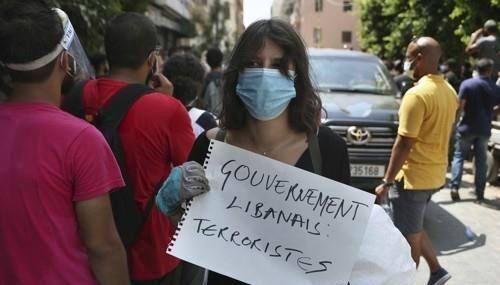 레바논 수도 베이루트 도심 제마이제 지역에 모인 반정부 시위대. (사진=연합뉴스)
