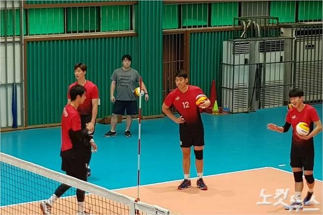 안요한은 한국전력 선수단에 합류 후 6주간 훈련하며 몸무게를 15kg이나 감량할 정도로 열의를 불태우고 있다.(의왕=오해원기자)