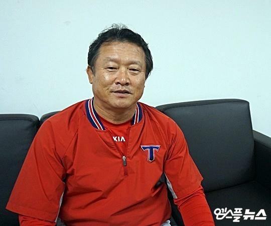 KIA 박흥식 2군 감독은 야수진 육성에 대한 긍정적인 전망을 내놨다(사진=엠스플뉴스 김근한 기자)