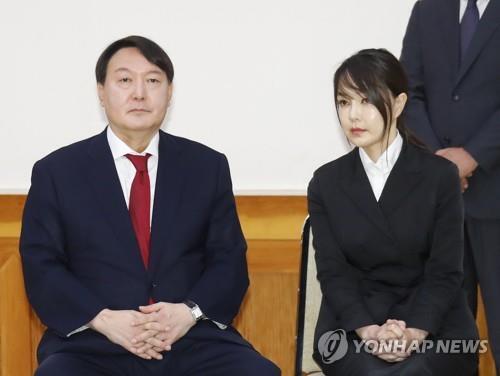 윤석열 검찰총장 부부 [연합뉴스 자료사진]
