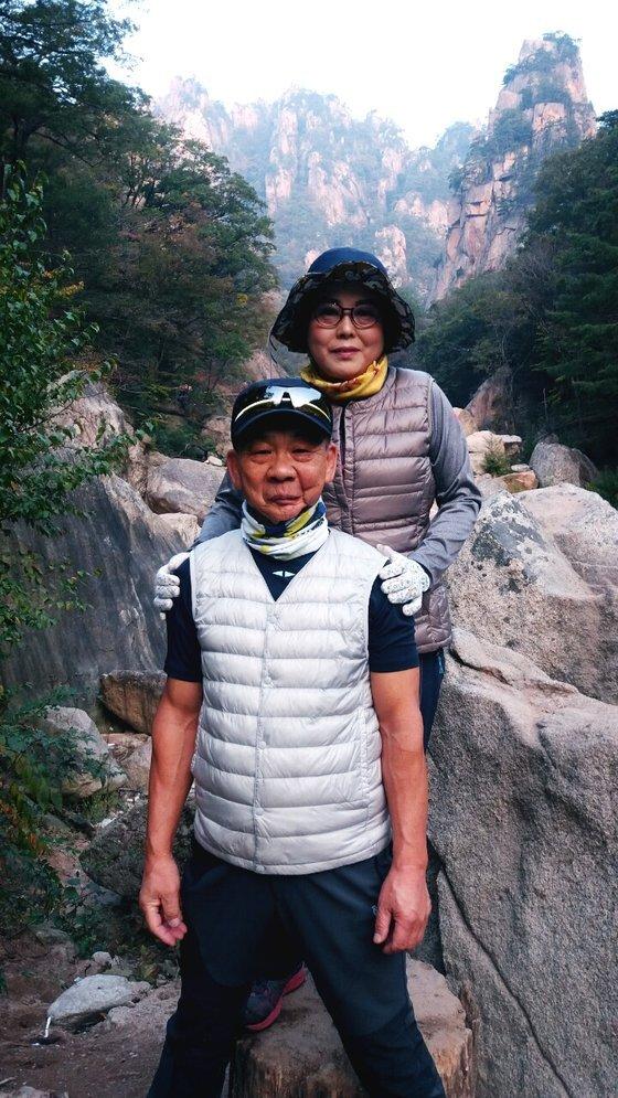 최근 15년간 세 차례 암 선고를 받고 이겨낸 최영준(71)씨와 아내. 사진 최영준씨 제공