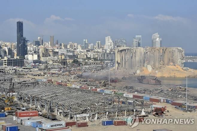 질산암모늄 폭발로 전쟁터처럼 돼버린 레바논 베이루트항 주변[EPA=연합뉴스]