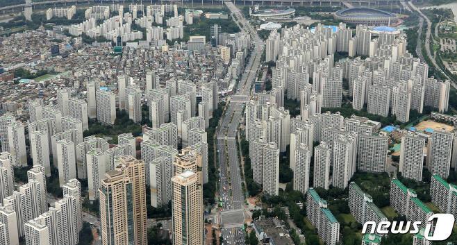 서울 송파구 잠실 아파트단지. 2020.8.10/뉴스1 © News1 구윤성 기자