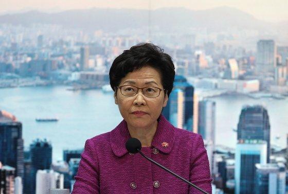캐리 람(林鄭月娥) 홍콩 행정장관이 지난 7월 1일 홍콩 국가보안법 시행에 관한 기자회견을 갖고 있다. [EPA=연합뉴스]