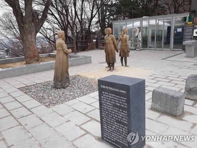 서울 남산에 있는 위안부 기림비 [연합뉴스 자료사진. 재판매 및 DB 금지]