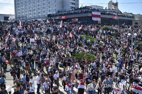 15일 벨라루스 수도 민스크에서 열린 대선 불복 시위 [AFP=연합뉴스]