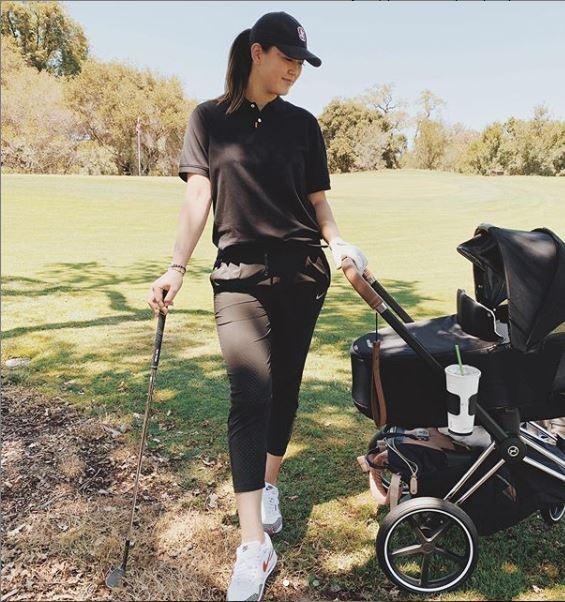 출산 후 열흘 만에 유모차를 끌고 골프 연습을 나온 미셸 위. 인스타그램