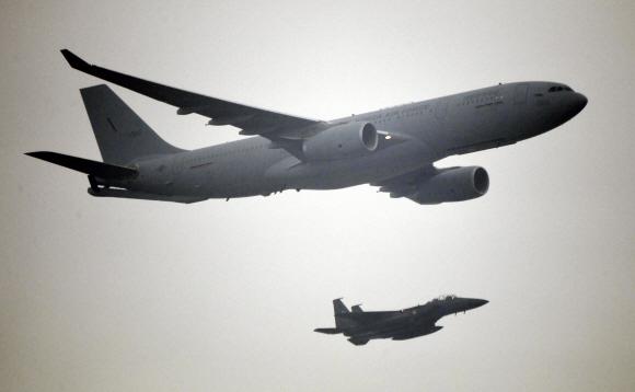 1일 국군의 날을 맞아 대구 공군기지(제11전투비행단)에서 열린 '제71주년 국군의 날 행사'에서 KC-330 공중급유기 편대가 비행을 하고 있다. 2019. 10.01. 도준석 기자pado@seoul.co.kr