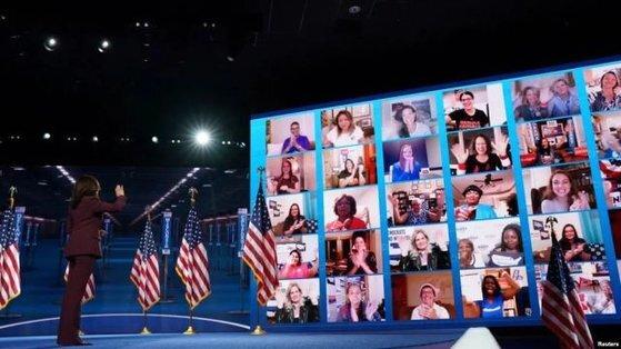 중국의 적지 않은 학자와 대중은 조 바이든-카멀라 해리스가 대선에서 이기면 미국의 대중 정책이 온건하게 변하지 않을까 기대하고 있다. [중국 환구망 캡처]