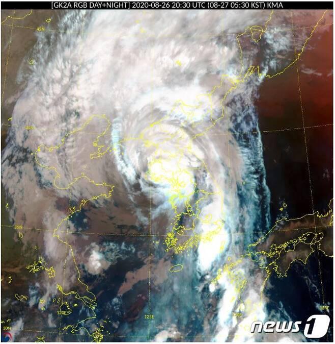 오전 5시30분 현재 태풍 바비 위치 위성사진.(기상청 홈페이지 갈무리) /© 뉴스1