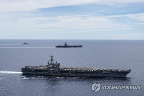 미 항공모함이 남중국해를 항해하는 장면 [AP=연합뉴스 자료사진]
