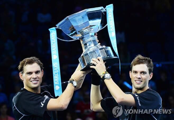 밥(왼쪽)과 마이크 형제조. 2014년 ATP 월드 투어 파이널 우승 당시 모습. [EPA=연합뉴스]