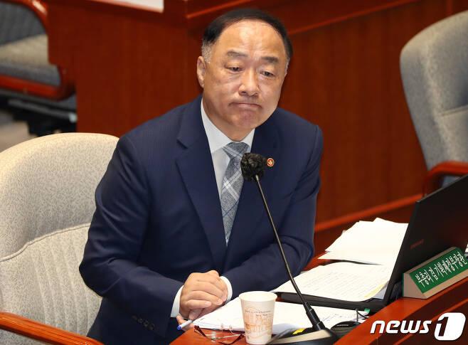 홍남기 경제 부총리 겸 기획재정부 장관. 2020.8.24/뉴스1