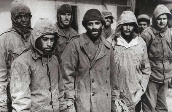 1952년 1월 북한에 억류된 유엔군 포로들. 미국 국립문서기록보관청 자료에서 발굴한 사진이다. 연합뉴스