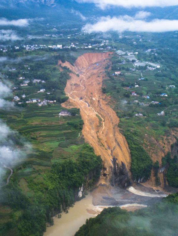 ⓒXinhua최근 중국은 코로나19, 대미 관계 악화, 홍콩보안법 사태, 홍수와 산사태 등 자연 재해(위)로 최대 위기 상황에 처해 있다.