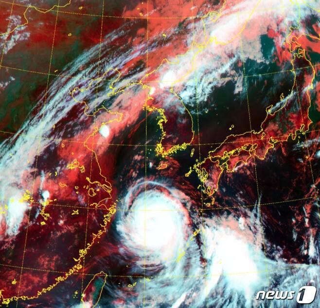 기상청 날씨누리 위성 기본영상에 지난 8월25일 오전 9시40분 기준 천리안 2A로 본 동아시아 RGB 주야간 합성영상(기상청 제공) © 뉴스1 황덕현 기자