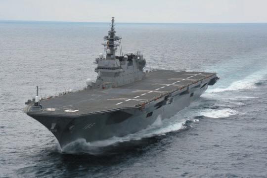 일본 해상자위대의 헬기 구축함인 이즈모호는 F-35B 수직이착륙 스텔스 전투기를 탑재할 수 있도록 개조할 예정이어서 사실상 경항모급의 역할을 할 것이다.  일본 해상자위대 제공