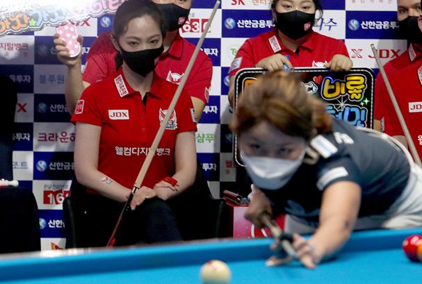 맞대결을 펼친 김가영과 차유람. ⓒ PBA