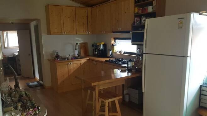 고익봉씨가 직접 만든 주방 가구. 사진 고익봉 제공
