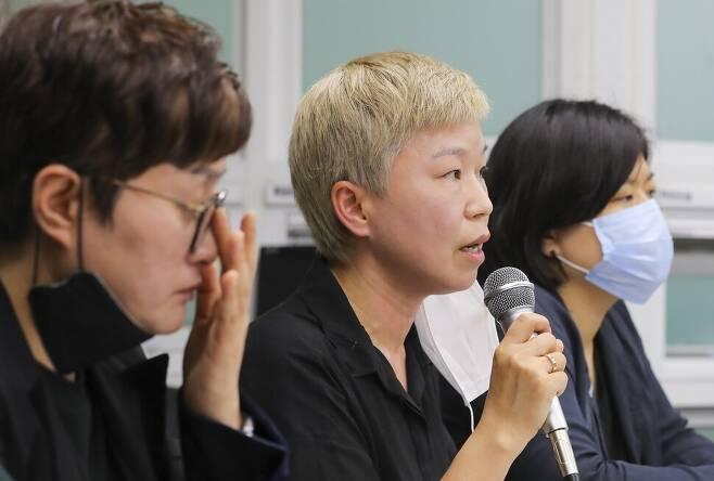 7월13일 서울 한국여성의전화에서 열린 기자회견에서 김재련 변호사가 사건의 경위를 설명하고 있다. 공동취재사진단