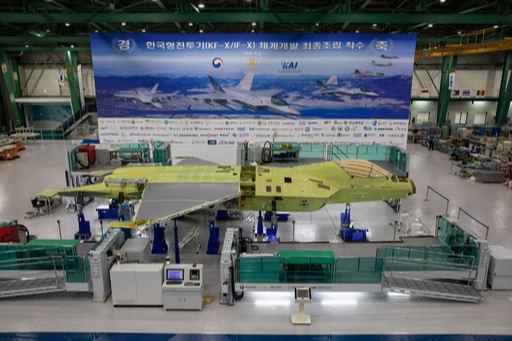 한국형전투기(KF-X) 시제기가 최종 조립을 앞두고 모습을 드러내고 있다. 방위사업청 제공