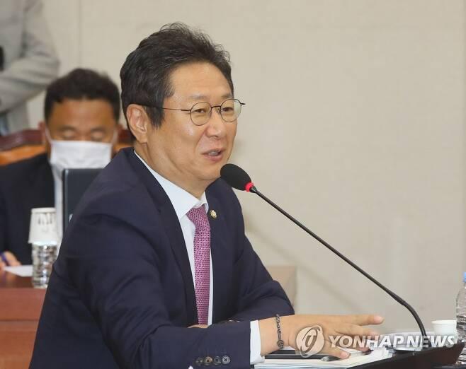 질의하는 황희 의원 [연합뉴스 자료사진]
