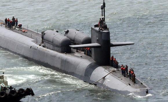 2016년 부산항에 입항한 미 핵잠수함 오하이오함. 길이 170m, 너비 12.8m 규모로 미 해군이 보유한 잠수함 가운데 가장 크다. 1600㎞ 떨어진 목표물을 타격할 수 있는 토마호크 미사일 154기를 탑재하고 특수전 대원을 태우고 수중침투하는 첨단장비도 보유하고 있다. 2016.7.13 연합뉴스
