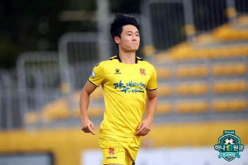 광주 공격수 엄원상이 12일 광주축구전용구장에서 열린 전북과 하나원큐 K리그1 2020 20라운드에서 득점 뒤 입을 다물고 있다. 제공 | 프로축구연맹