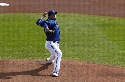 토론토 류현진이 지난 14일(한국시간) 미국 뉴욕주 버팔로 살렌필드에서 열린 뉴욕 메츠와 홈경기에서 공을 던지고 있다. 버팔로 | AFP연합뉴스