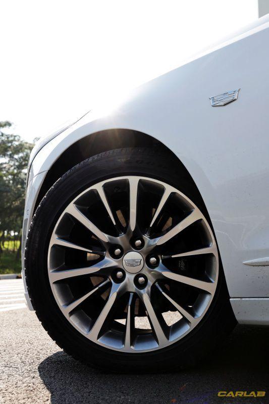 타이어는 지면을 꼭 붙든다.
