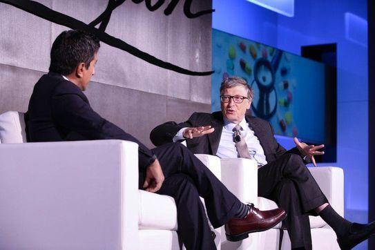 JP모건 헬스케어 콘퍼런스의 기조연설자인 빌게이츠(Bill Gates)가 대담을 나누고 있다./JP모건 트위터