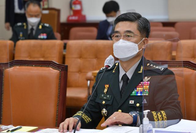 서욱 국방부 장관 후보자가 16일 국회에서 열린 인사청문회에서 의원들의 질의에 답변하고 있다. 뉴스1