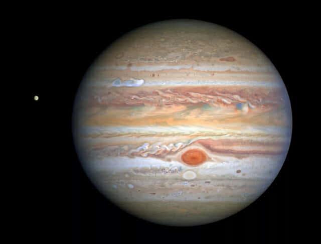 허블우주망원경이 지난 8월 목성과 그의 위성 유로파의 멋진 사진을 촬영했다. (사진=NASA, ESA)