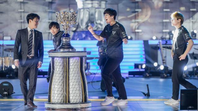 2017년 중국 베이징 국립경기장에서 롤드컵 결승전이 펼쳐졌다. 1년 만에 성사된 리턴 매치, 삼성이 SKT를 3대 0으로 잡고 세계 정상에 올랐다. 라이엇 게임즈 제공