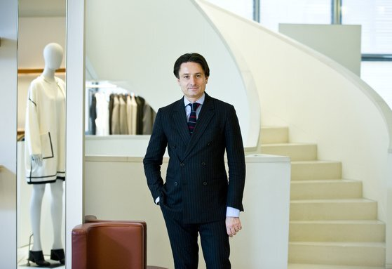 에르메스가 가족 경영 체제로 복귀한 뒤 최고경영자(CEO)를 맡은 악셀 뒤마의 모습. 에르메스 창업자의 6대손이다. [중앙포토]