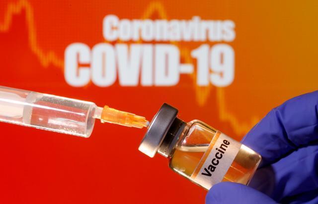 전 세계적으로 코로나19 백신 개발 경쟁이 가속화하는 가운데 영국에서 백신 후보물질의 효능을 빠른 시간 내에 파악하기 위해 인체 유발반응 시험이 추진되고 있다. 로이터 연합뉴스