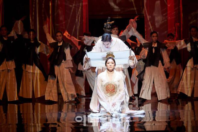 서울예술단 '잃어버린 얼굴 1895'의 한 장면(사진=서울예술단).