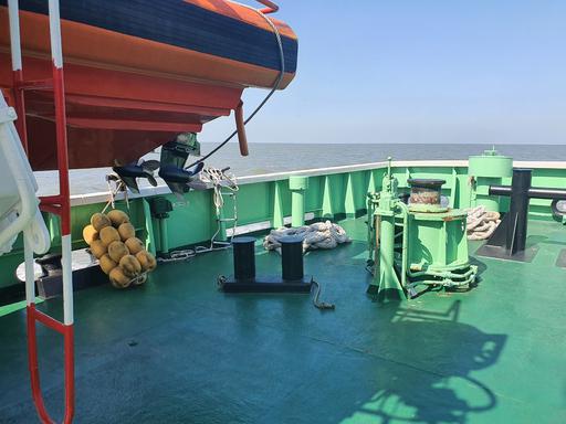 소연평도 인근 해상에서 실종됐다 북한의 총격으로 숨진 해양수산부 소속 서해어업관리단 공무원 A(47)씨의 실종 사건을 조사 중인 해양경찰이 24일 공개한 해당 어업지도선 선미 사진. 인천해양경찰서 제공