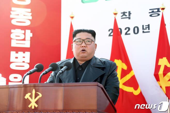김정은 북한 국무위원장이 17일 진행된 평양종합병원 착공식에 참석했다고 노동당 기관지 노동신문이 18일 보도했다. © News1