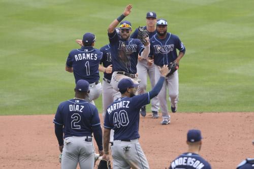 8월16일 토론토 블루제이스 버펄로 살렌필드에서 토론토를 3-2로 꺾은 뒤 탬파베이 레이스 선수들이 승리의 하이파이브를 나누고 있다. AP연합뉴스