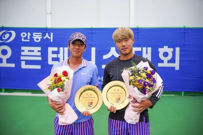 남자 복식 우승 홍성찬(왼쪽)-신산희. [프리랜서 김도원 기자 제공. 재판매 및 DB 금지]